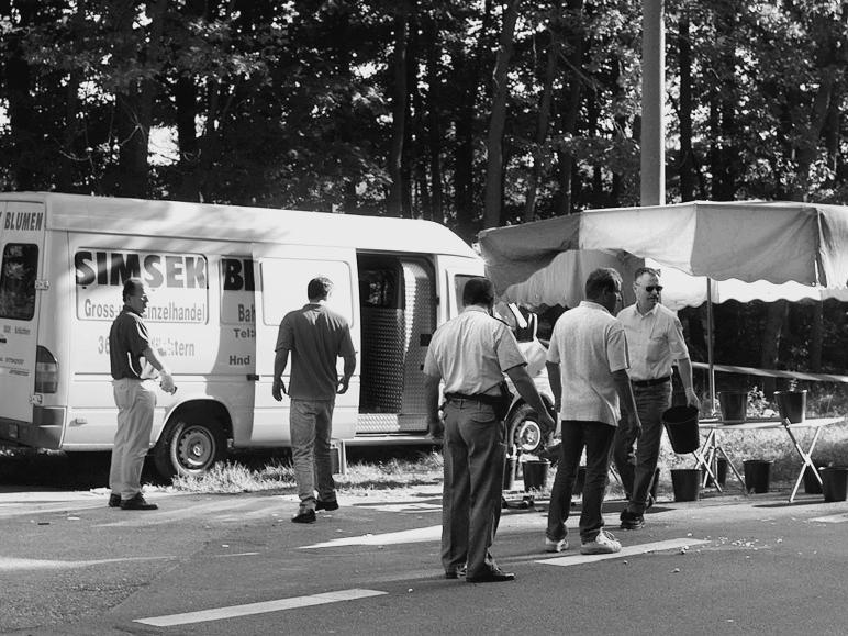 Am 9. September 2000 wird in Nürnberg der Blumengroßhändler Enver Simsek an seinem Arbeitsplatz erschossen.