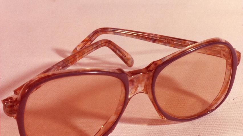 ...diese Damenbrille gefunden wurde, startet die Sonderkommission des Landeskriminalamtes eine große