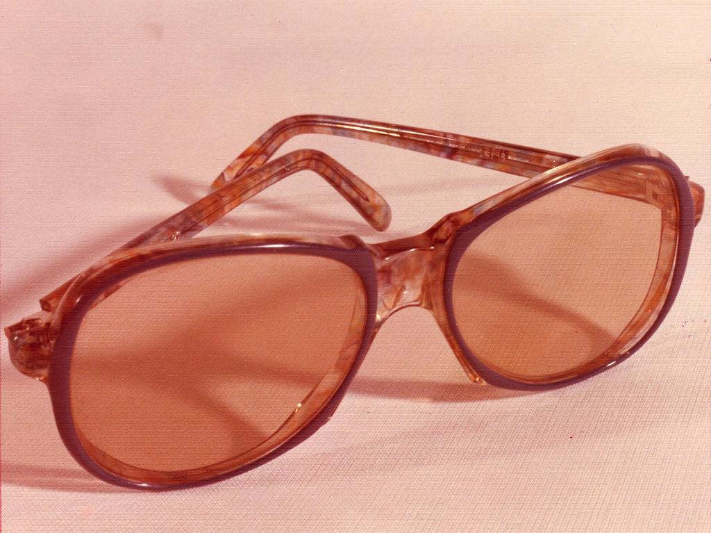 Die im Doppelmordfall Lewin / Poeschke am Tatort gefundene Damenbrille. Foto: Polizei. Veröff. in den NN am 24.01.1981 und am 21.05.1981