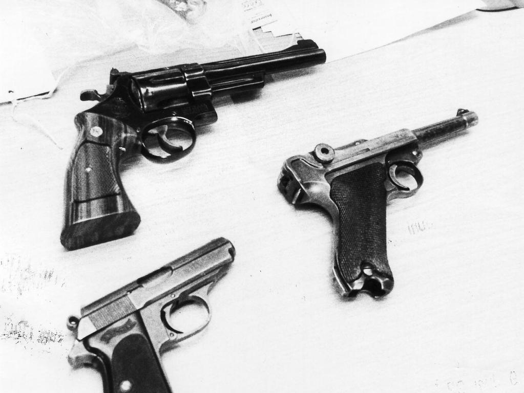 Nürnberg, 1982, Achtziger Jahre, 1980er, Neonazi Helmut Oxner erschießt drei Ausländer. Foto: Vrbata. Pistolen.