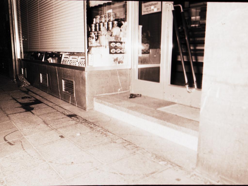 Motiv: Tatort - Amoklauf von Helmut Oxner in der Nürnberger Innenstadt / Königstraße - Ausländerfeindlichkeit - 3 Tote, 3 Verletzte. Oxner erschoss sich selbst. Rechtsextremistischer Hintergrund. NN v. 28.6.1982  - Foto: NN-Archiv - alle Originalbilder verschwunden!