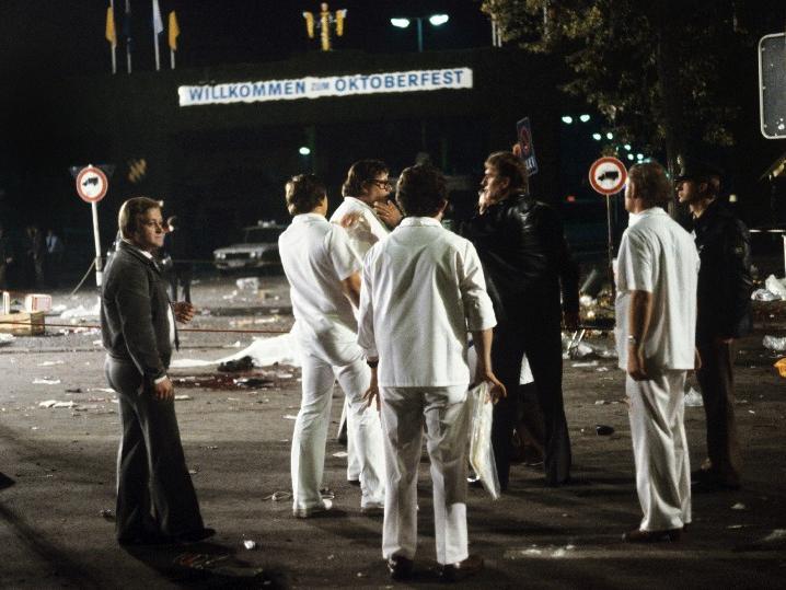 Die Bombe detonierte gegen 22.20 Uhr in einem Papierkorb am Haupteingang der Wiesn.