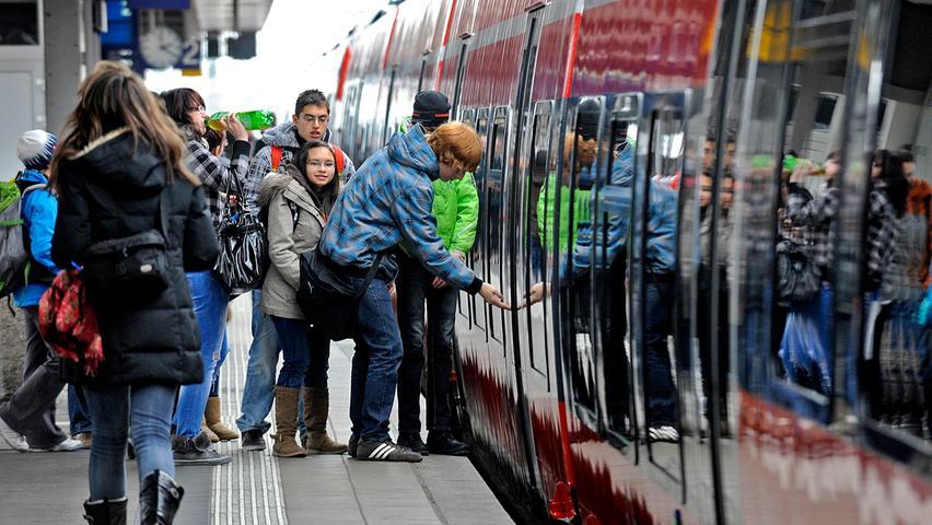 Probleme gab es zum Start der neuen Züge noch am Bahnsteig 3, der für die neuen Fahrzeuge zu hoch und damit nicht barrierefrei ist.