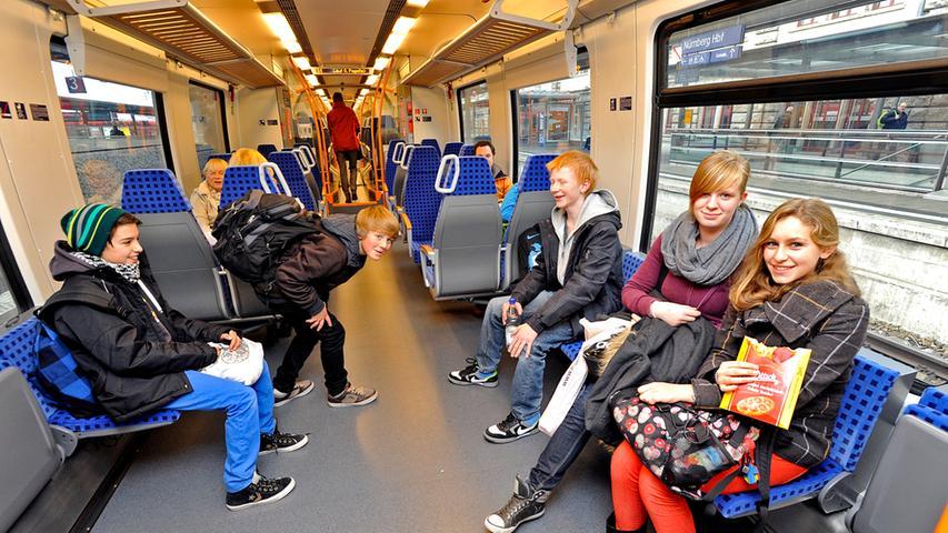 """Die Bahn erhofft sich von den neuen Zügen bessere Pünktlichkeitswerte. Im Gegensatz zu den ersatzweise eingesetzten alten Zügen beschleunigt der """"Talent 2"""" schneller und müsste..."""