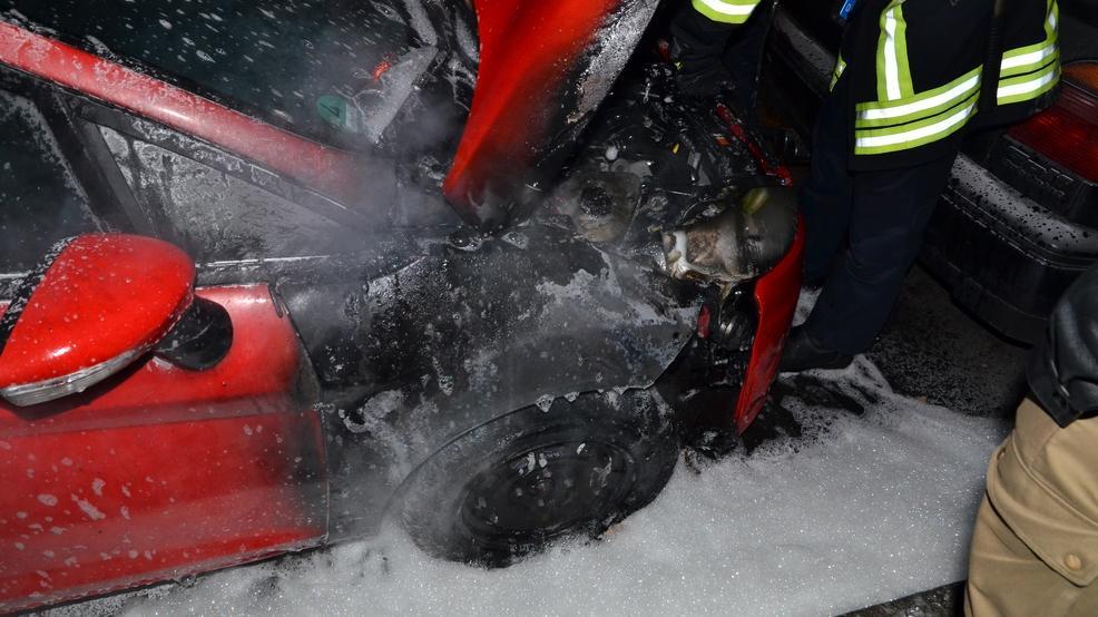 5000 Euro soll der Schaden an dem roten Ford Fiesta betragen.