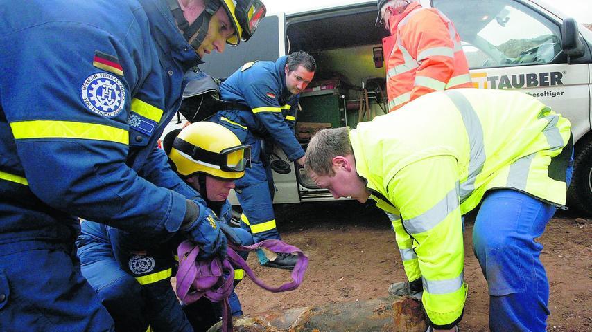 Im Dezember 2011 stießen Bauarbeiter bei Kanalarbeiten in Schweinau im Industriepark der Telekom (am Fuße des Fernmeldeturms) auf einen 70-Kilo-Blindgänger. Es mussten nur 30 Anwohner evakuiert werden, in wenigen Minuten war das Geschoss unschädlich gemacht.