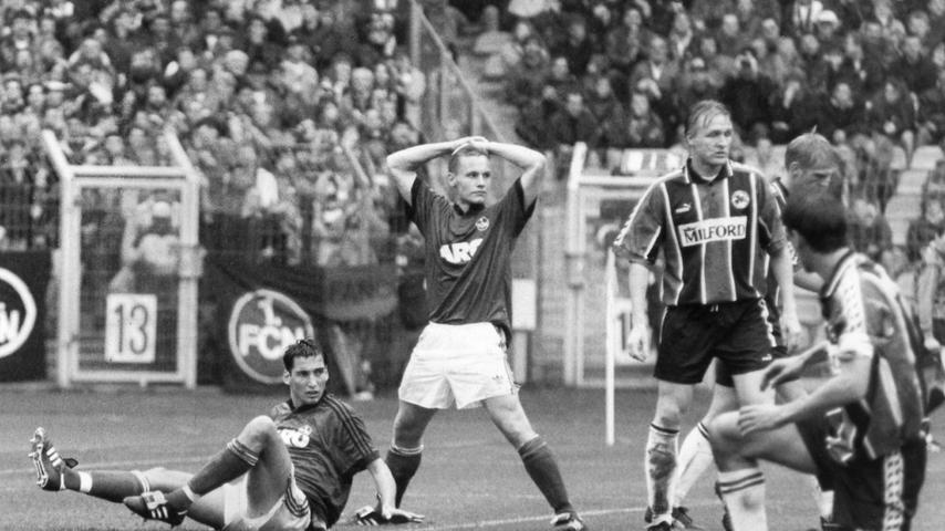 Knapp vier Wochen später wollte sich der FCN an gleicher Stätte für den Pokal-K.o. revanchieren. Dieses Vorhaben ging für Keuler, Kurth & Co. gründlich in die Hose. Der blendend aufgelegte Türr besiegte seinen ehemaligen Arbeitgeber im Alleingang, steuerte alle drei Treffer zum 3:1-Erfolg der Kleeblättler bei. Golubicas zwischenzeitlicher Ausgleich - zugleich der erste Saisontreffer des Kroaten - konnte die Stimmung der Club-Fans bei diesem Regionaliga-Duell vor Länderspiel-Kulisse nur kurzzeitig heben.