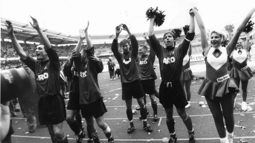 In der Rückrunde überzeugten die Nürnberger um Kapitän Knäbel nicht nur nach Spielende auf der Tartanbahn. Der FCN verdiente sich aufgrund einer starken zweiten Hälfte einen 1:0-Derby-Erfolg, den Oechler rund eine Viertelstunde vor Abpfiff sicherstellte. Für beide Teams ging's im Anschluss an diese Saison nach oben. Der Club stieg als Liga-Primus auf, die Spielvereinigung folgte ihm mit vier Punkten Rückstand in die zweithöchste deutsche Spielklasse.
