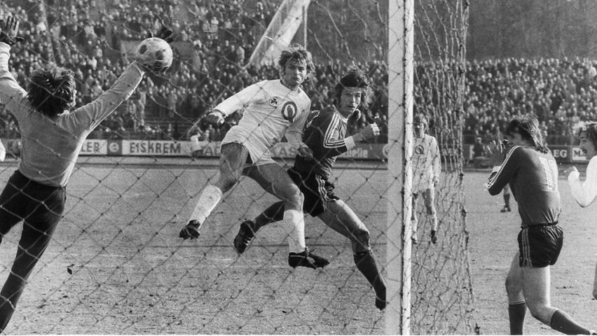 Stumpartner Walitza gab durch einen wuchtigen Kopfball SpVgg-Keeper Löwer ebenfalls das Nachsehen, baute so die Führung aus. Doch die Kleeblättler antworteten wenig später durch Lausen mit dem Anschluss. Nach Wiederanpfiff glich Hofmann aus. Dass der Club gegen die im zweiten Durchgang dezimierten Fürther die Oberhand behielt, hatte er Sturz zu verdanken, der kurz vor Spielende den 3:2-Heimsieg sicherstellte. In der Aufstiegsrunde scheiterte der FCN allerdings an Borussia Dortmund, meldete sich so erst zwei Jahre später zurück in der Erstklassigkeit.