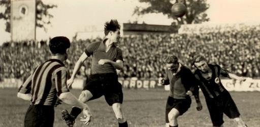 Nach den für beide Klubs traumhaften 20er Jahren, als man Jahr für Jahr fast sicher davon ausgehen konnte, dass der bessere der fränkischen Kontrahenten später auch die Meisterschaft feiern würde, konnten beide Teams im darauffolgenden Jahrzehnt ihre Ausnahmestellung im deutschen Fußball nicht behaupten. Unser Bild zeigt das Bezirksliga-Derby vom 27. November 1932, das der Club zuhause knapp mit 1:0 gewann.