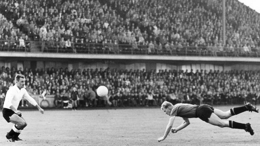 Am 22. September 1962 erlebte der alte Zabo sein letztes fränkisches Oberliga-Derby, bevor der FCN ins Städtische Stadion abwanderte, wo er ab 1963 seine Bundesligaspiele austrug. Glatt mit 5:1 fertigte der damals amtierende DFB-Pokalsieger und Vizemeister aus Nürnberg den Nachbarn ab. Strehls Flugkopfball fand zwar nicht den Weg ins Tor, dafür trafen Haseneder, Reisch, Flachenecker, Gettinger und Albrecht für den Club. Dem Kleeblatt blieb nur der zwischenzeitliche Anschlusstreffer durch Schmid.