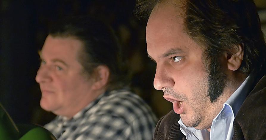 Wortgewaltige Geistesbrüder: Matthias Egersdörfer (rechts) und Philipp Moll erforschen in der Fürther Badstraße fränkische Mentalität .