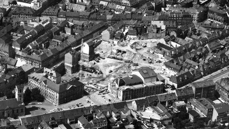 Zur Entstehungszeit des City-Centers tat sich 1983 hinter dem Fürther Stadttheater eine imposante Baugrube auf.