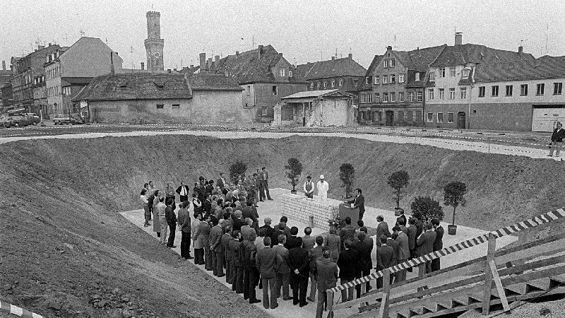Doch zurück zum Anfang: Grundsteinlegung für das City-Center am 4. Oktober 1982.