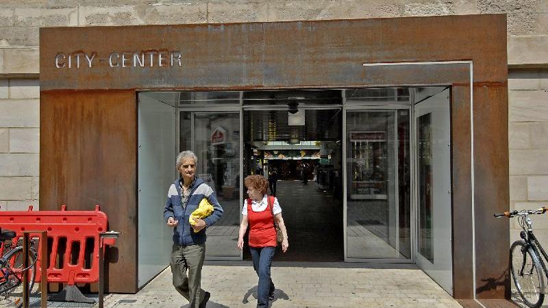 2009 wurde in der Alexanderstraße der Eingang zum City-Center aufgehübscht.
