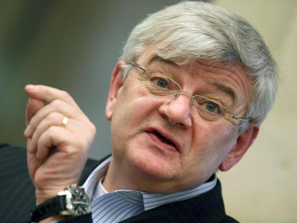 Der ehemalige Bundesaußenminister Joschka Fischer sorgte 1984 für einen Eklat, als er Bundestagsvizepräsident Richard Stücklen (CSU) mit den Worten «Mit Verlaub, Herr Präsident, Sie sind ein Arschloch» beleidigte.