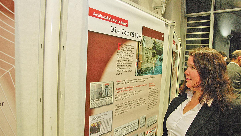 Ausstellung über Rechtsextremismus in der Region: Birgit Mair vom Institut für sozialwissenschaftliche Forschung aus Nürnberg hielt zur Eröffnung ein kurzes Referat und erwähnte darin auch die jüngsten Vorfälle in Weißenburg.
