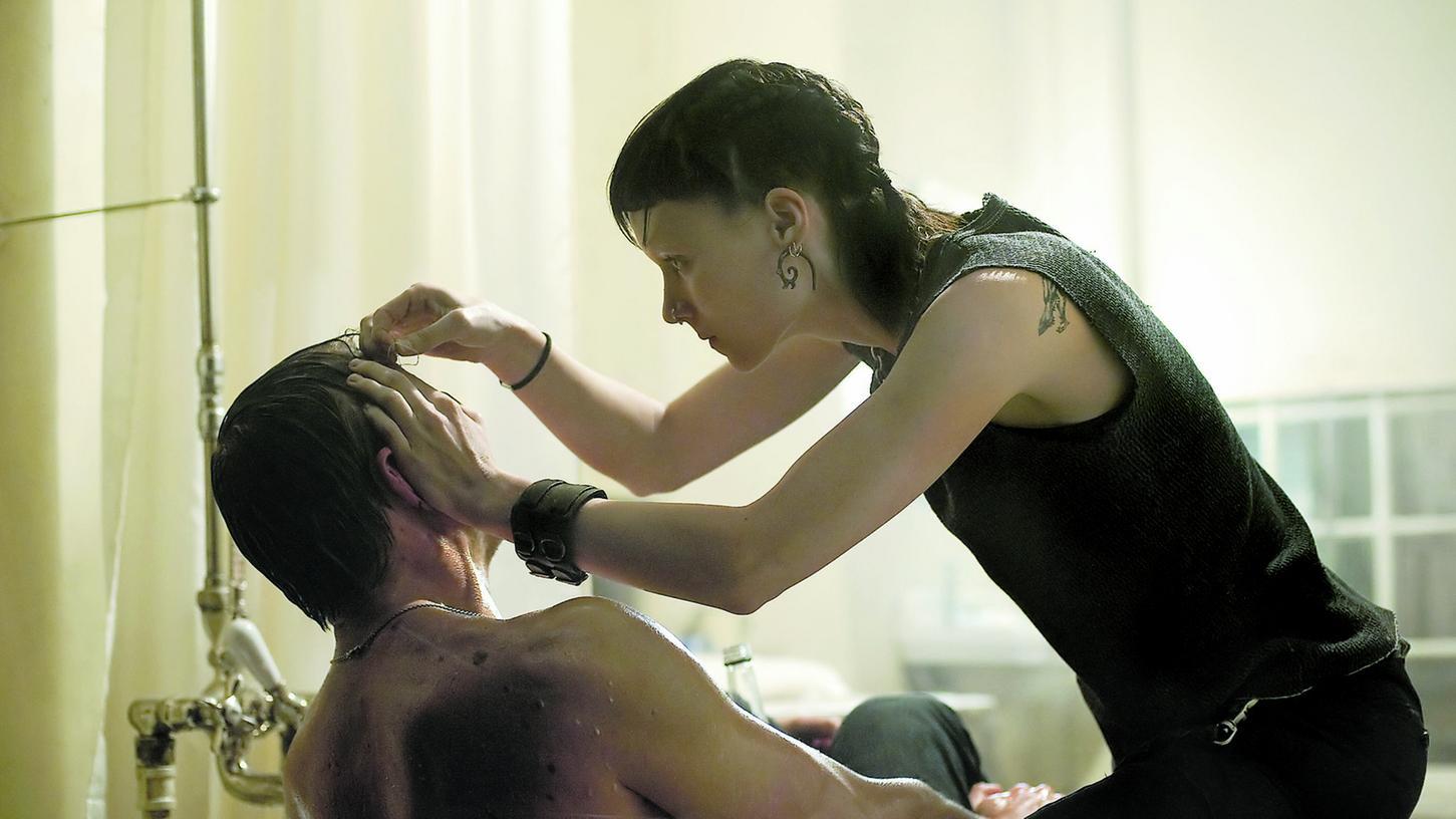 Haarscharf: Daniel Craig als Mikael Blomkvist (links) und Rooney Mara als punkige Lisbeth Salander in einer Szene des amerikanischen Remakes von
