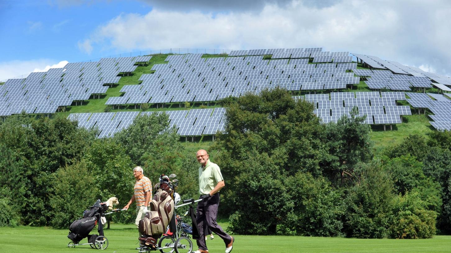 Beispielgebend. Auf dem Müllberg in Fürth-Atzenhof ist vor einigen Jahren eine große Photovoltaikanlage entstanden. Der Landkreis Roth will jetzt einen Teil seiner Deponie in Georgensgmünd an die Gemeinde verpachten. Die will dort eine Bürgersolaranlage errichten. Bürger können dann ihre ganz persönliche Energiewende einläuten.