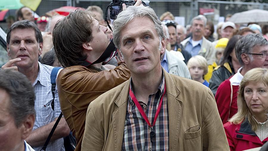 """Einer der prominentesten """"Stuttgart 21""""-Gegner: Walter Sittler, hier inmitten von Demonstranten, kommt am Samstag mit seinem Kästner-Programm ins Stadttheater."""