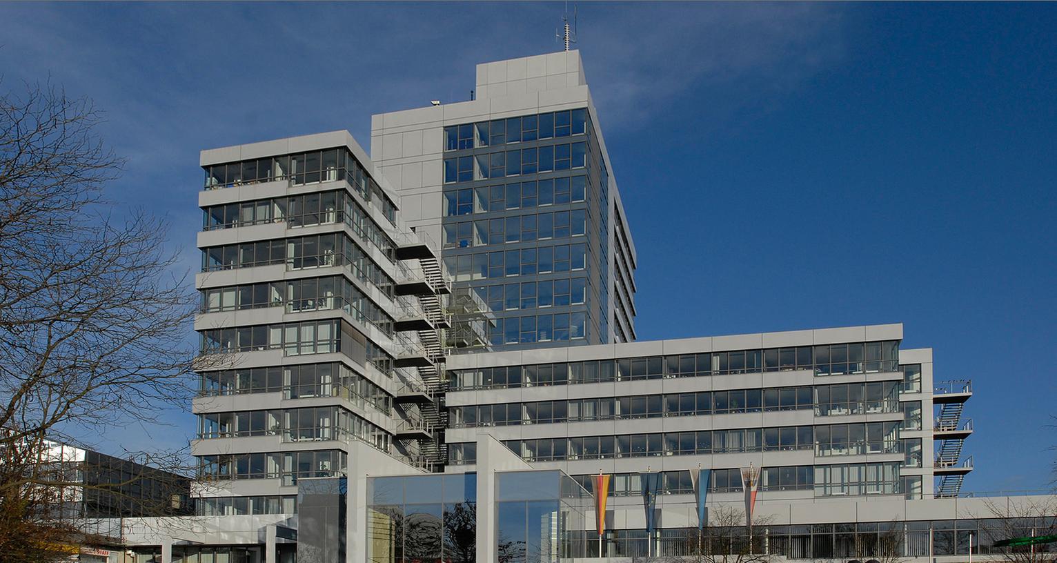 Im Haushalt der Stadt Erlangen für 2014 klafft mittlerweile eine riesige Lücke.
