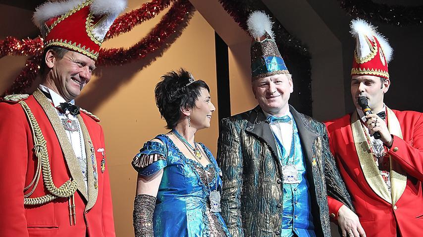 Hatten gut lachen: KGT-Hofmarschall Gerhard Held, das Prinzenpaar Katja I. und Roland II. sowie KGT-Präsident Markus Bartel (v.li.).