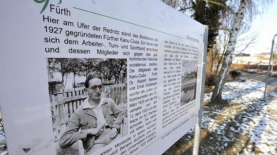 Neben den Birken, die sie 1927 gemeinsam mit dem kürzlich verstorbenen Seppl Schneider am Rednitzufer beim Stadthallenparkplatz gepflanzt hatten, erinnert eine Tafel an Rudolf Benario und Ernst Goldmann.