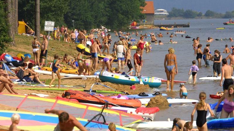 Das Seenland ist damit eine Mischung aus Erholungsort, wasserwirtschaftlichem Ausgleichsprojekt und Naturschutzgebiet und zieht jährlich rund eine Million Gäste an.