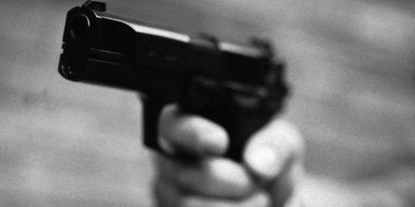 Fataler Irrtum: 23-Jähriger schießt Mutter in den Bauch