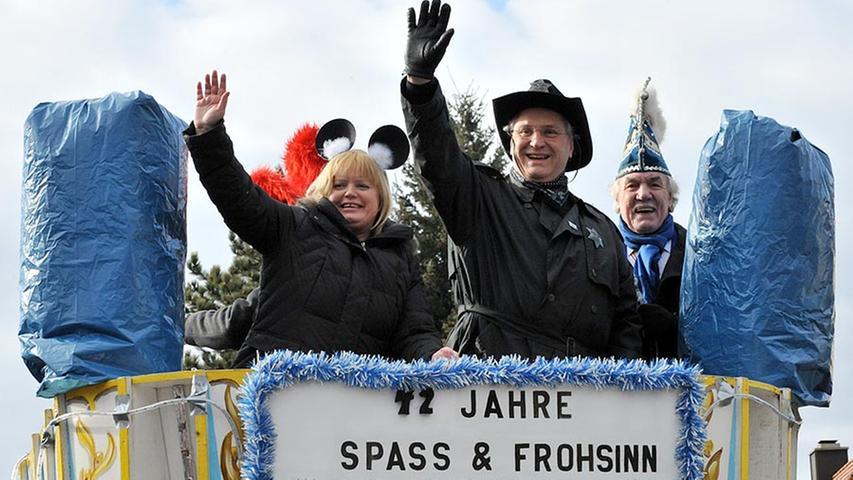 Bürgermeisterin Birgitt Assmus, Innenminister Joachim Herrmann (Mitte) und Gasshenker-Präsident Helmut Frenzel fuhren auf dem Präsidentenwagen voran.