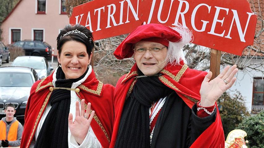 Das Gefährt des Narrlanger Markgrafenpaars Katrin und Jürgen konnte sich sehen lassen.