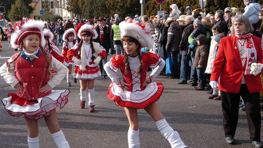 Hatten fleißig geübt und konnten beeindrucken: Die kleinen Gardetänzerinnen.