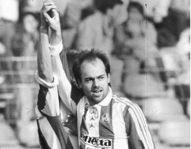 Nach dem Abschlussspieltag der Bundesliga-Spielzeit 1991/92 sind Bremer Fans urlaubsreif. Ein waschechter Hamburger in fränkischen Diensten hat die Werderaner im Alleingang besiegt. André Golke wandelt mit einem Hattrick Werders Pausenführung in einen 3:1-Auswärtssieg um.
