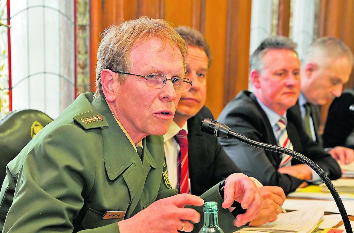 Fürths Polizeichef auf dem Stadtratspodium: Peter Messing stand gestern Nachmittag im Saal des Rathauses Rede und Antwort.