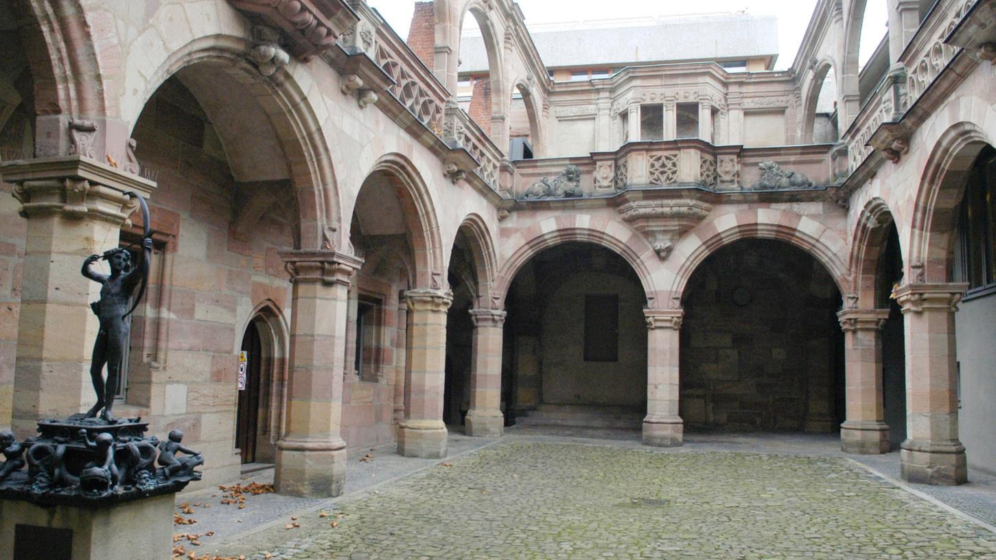 Der Hof des Pellerhauses, aufgenommen vor drei Jahren. Seit zwei Jahren lassen die Altstadtfreunde den Hof wiederherstellen. Bis 2015 soll er wieder im alten Glanz erstrahlen.