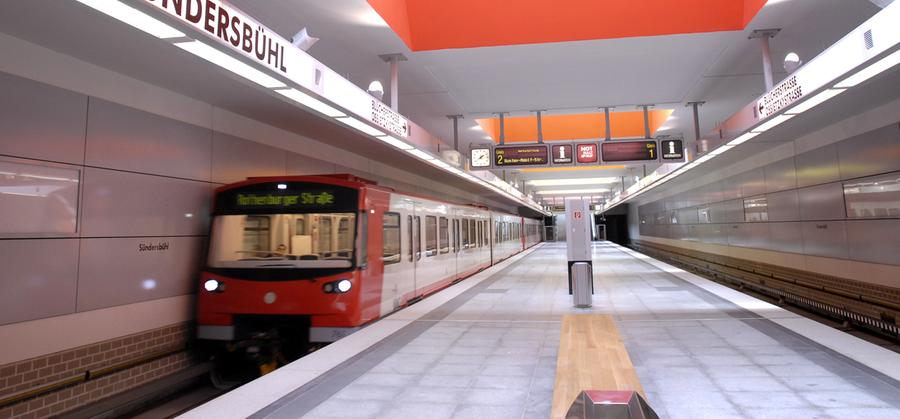 Der U-Bahnhof Sündersbühl ist der 42. U-Bahnhof der Nürnberger U-Bahn und wurde am 14. Juni 2008 eröffnet. Täglich verlassen betreten und verlassen hier 7800 Passagiere die U-Bahn.