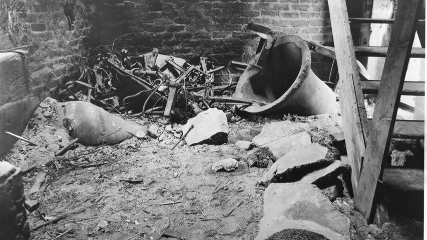 Die im Zweiten Weltkrieg zerstörten Glocken der Sebalduskirche wurden neu gegossen und im November 1952 wieder eingesetzt.