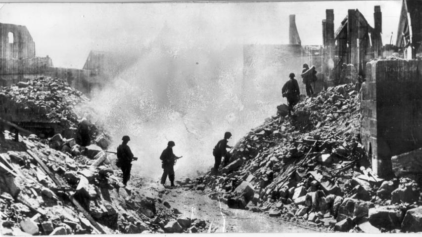 Amerikanische Infanteristen auf dem Weg zum