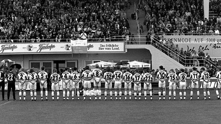 Die finanziellen Probleme dauerten allerdings auch in den 90er Jahren an - im Zuge dessen wurde das Stadion 1997 in Playmobilstadion umbenannt. Die SpVgg ist damit der erste Verein in der Republik, dessen Stadion einen Sponsorennamen erhält. Der Verein selbst hatte sein Überleben 1996 nur durch die Fusion mit dem TSV Vestenbergsgreuth gesichert.