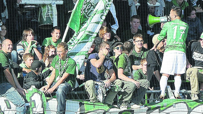 Einpeitscher: Wie es aussieht, bekommen die SpVgg-Fans ein Stadion, in dem ihre Anfeuerungsrufe besser zur Geltung kommen.