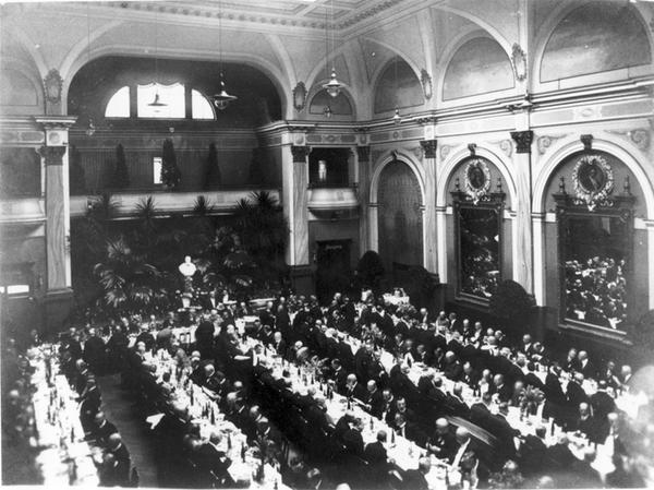 Der Festsaal in seiner früheren Pracht.