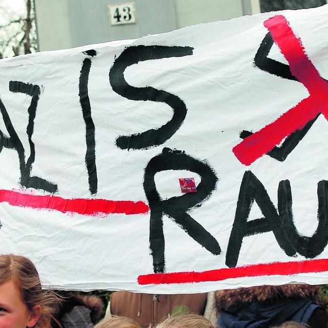 Nach den Morden der Zwickauer Zelle: Junge Leute demonstrieren gegen Neonazis.