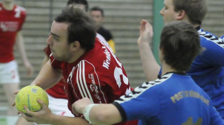 Der TSV Wendelstein (in Rot) im Spiel gegen den Post-SV Nürnberg.