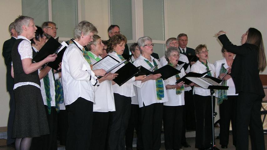 Der Gesangverein Waldeslust Zeckern unter der Leitung von María José Loza.