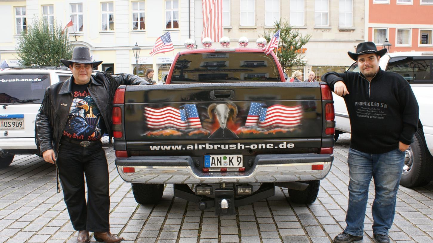 Mehr als 70 Gleichgesinnte aus ganz Bayern und dem benachbarten Baden-Wüttemberg hatten sich mit ihren chromblitzenden und zum Teil ausgesprochen PS-starken Schätzen in Gunzenhausen eingefunden.