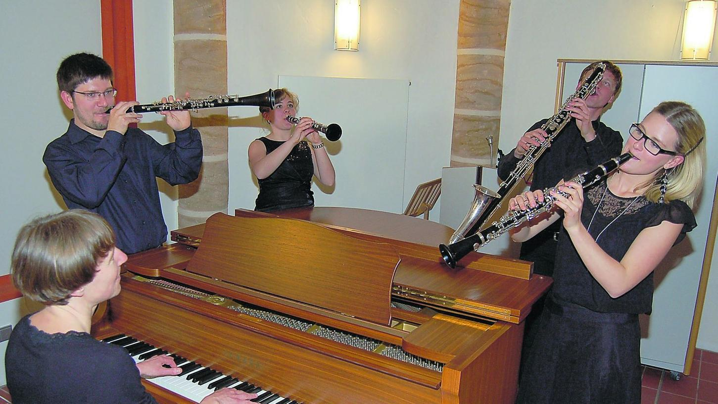 Gäste in St. Gereon in Forchheim (v.li.): Angela Grau (Piano), Albert Galimzanov, Alexandra Obermeier, Markus Hofberger und Klara Lindner.
