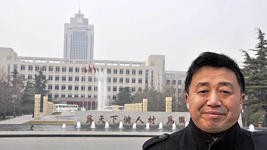 Philosophie-Professor Zhang Wenzhi hat Jinan verlassen, um ein Jahr lang in Erlangen  zu lehren.