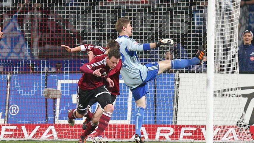 1.FC Nürnberg - FC Schalke 04 == 11.04.2012 --- Fussball --- 1. Bundesliga --- 30.Spieltag: 1. FC Nürnberg Nuernberg FCN - FC Schalke 04 --- Foto: Sport-/Pressefoto Wolfgang Zink / MaWi --- Torjubel zum 1:0 - Torschütze Hanno Balitsch ( Nürnberg ), links - Philipp Wollscheid ( Nürnberg ), mitte - Lars Unnerstall ( Schalke ), rechts
