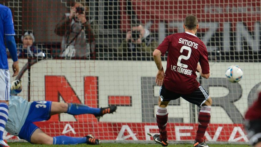 1.FC Nürnberg - FC Schalke 04 == 11.04.2012 --- Fussball --- 1. Bundesliga --- 30.Spieltag: 1. FC Nürnberg Nuernberg FCN - FC Schalke 04 --- Foto: Sport-/Pressefoto Wolfgang Zink / WoZi --- Timmy Simons (2, 1.FC Nürnberg / FCN) erzielt Tor zum 2:0 per Elfmeter gegen Lars Unnerstall (36, FC Schalke 04 / S04)