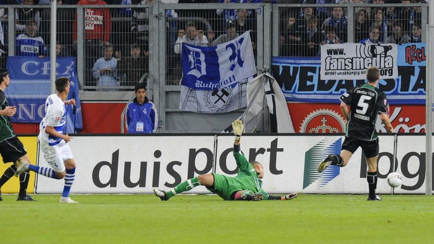 Fast die komplette Rückrunde der Saison 2008/09 verbrachte die Spielvereinigung (mittlerweile zum dritten Mal von Benno Möhlmann trainiert) auf einem der drei Aufstiegsränge. Die Bundesliga war mal wieder zum Greifen nah - bis zum 30. Spieltag. Dann musste das Kleeblatt nach Duisburg und ging mit 0:2 unter.